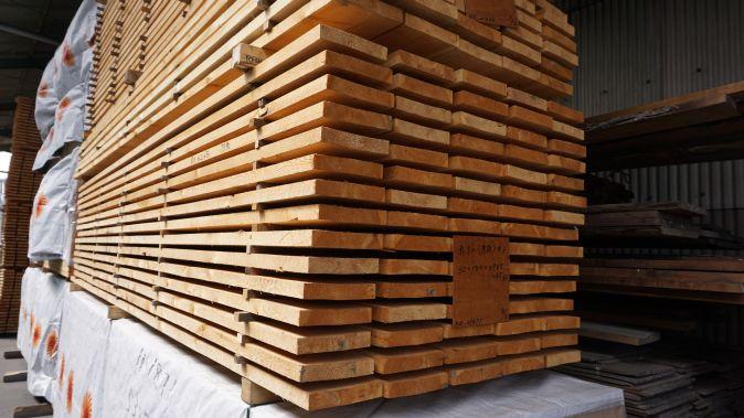乾燥中材木